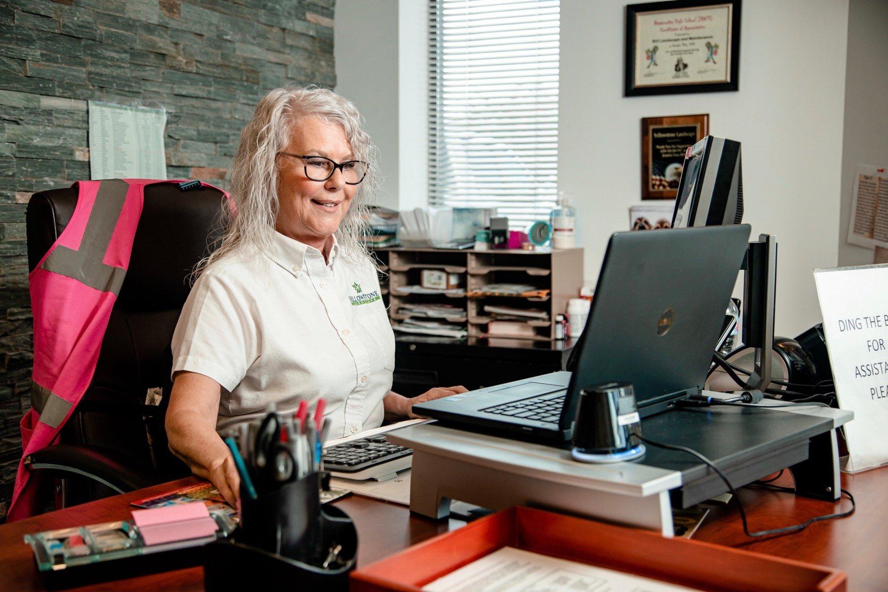 administrative secretary customer support 2